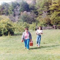 Caminado por el campo con la Abuela