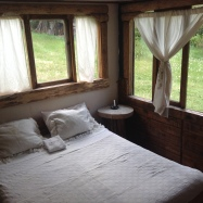 Ambiente con cama matrimonial
